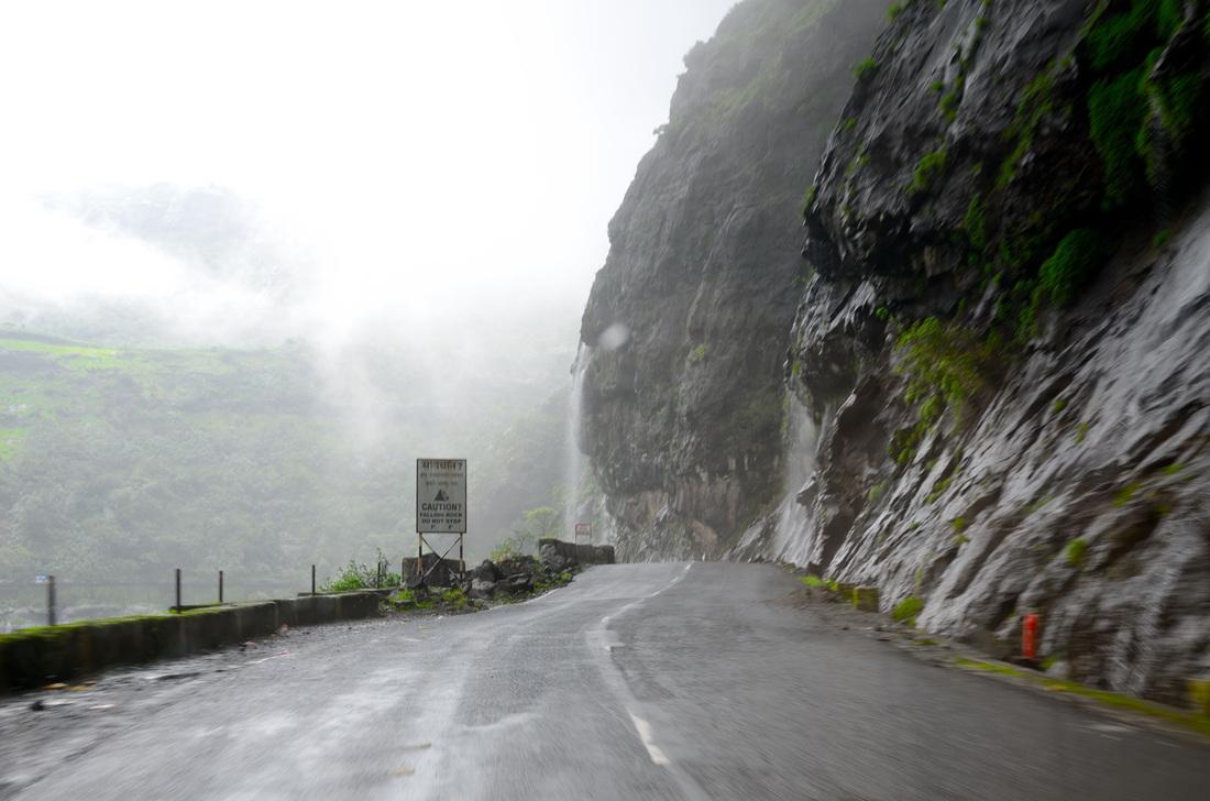 पावसाळा, पावसाळ्यात फिरायला जा, माळशेज घाट, ठोसेघर धबधबा, भंडारदरा, घाटघर, रतनवाडी, कळसुबाई, विदर्भ, महाराष्ट्र पर्यटन, पावसाळ्यातील भ्रमंतीची ठिकाणे, पिकनिक, maharashtra tourism, in marathi, malshej ghat, kalsubai, bhandardara, thoseghar waterfall, ghatghar, naneghat